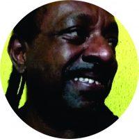 É Professor nascido e criado em Guaianases; graduado em Letras pela Unesp, fez Mestrado em Educação pela FEUSP com bolsa de Ação Afirmativa da Fundação Ford e Doutorado pela mesma instituição. Atualmente, é orientador de Mestrado na Universidade Lueji A'Nkonde (Angola), participa de grupos de pesquisa relacionados com a luta antirracista, Igualdade de Gênero e Direitos Humanos. Também atua no movimento social, político e cultural, colaborando com coletivos como o Jongo dos Guaianás e Arte Maloqueira.