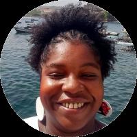 Ingrid Silva (Thethembwa ya Kalunga) é mestranda do Programa de Pós-Graduação Humanidades, Direitos e Outras Legitimidades do Diversitas - USP. Integra a Rede Elekó Eledaoguntá, é pesquisadora em Educação para as relações étnico-raciais, sendo sua pesquisa atual no campo da linguística africana, com ênfase no pretuguês do Brasil.