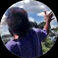 Artista, filho da cultura Hip-Hop, é educador e produtor cultural, desenvolve pesquisa-ações nas artes, ecologia e processos pedagógicos. É Cofundador do Coletivo Imargem; Diretor do Centro de Defesa dos Direitos da Criança e do adolescente de Interlagos; Membro da Unigraja – Universidade Livre do Grajaú, Casa Ecoativa e Navegando nas Artes, participa do projeto de pesquisa na FEUSP e colabora nos estudos baseados na Pedagogia Hip-Hop.