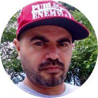 Integrante do grupo de rap Liberdade e Revolução, militante do MTST, Diretor regional Sul da FSPB, integrante do MEOB (Movimento Educadores Organizados pela Base), conselheiro na ACAT (Associação Cristã Ant Tortura), articulador da Rede de Apoio e Resistência ao Genocídio , organizador da Marcha da Periferia desde 2011, linha de frente contra o coronavírus nas favelas com foto no Vietnã e região.