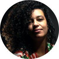 Graffiteira desde 2007, Licenciatura de Artes Visuais e Moda pelo Senac, arte-educadora, ilustradora, artista visual, estilista e criadora de moda da marca de roupas e acessórios únicos e inclusivos DA LAMA ao luxo. Suas produções e criações têm como inspirações a natureza, ancestralidade, bem como as mulheres e suas histórias.