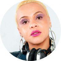 Pesquisadora de diversos gêneros musicais como Hip-Hop, R&B, MPB, Funk, etc. Idealizadora do Projeto TPM (Todas Podem Mixar), aproximando seu trabalho à forma como enxerga o mundo, feminismo negro interseccional.