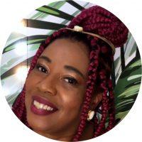 Professora do Departamento de Educação da Universidade Federal de Rondônia, possui Pós-Doutorado e Doutorado em Educação pela Faculdade de Educação da Universidade São Paulo (FEUSP), licenciada em Letras/ Anhembi/Morumbi, Graduação em Comunicação Social/Jornalismo pela Universidade de Mogi das Cruzes (1989) e Mestrado em Educação – Políticas Públicas (2007). Mulherista, pesquisadora do movimento feminista negro, apaixonada por poesia, mãe e avó.